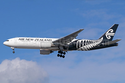 Air New Zealand Boeing 777-219 ER ZK-OKE (msn 32712) LAX (Michael B. Ing). Image: 937555.
