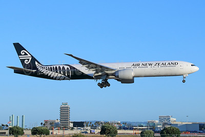 Air New Zealand Boeing 777-319 ER ZK-OKS (msn 44547) LAX (Michael B. Ing). Image: 933302.