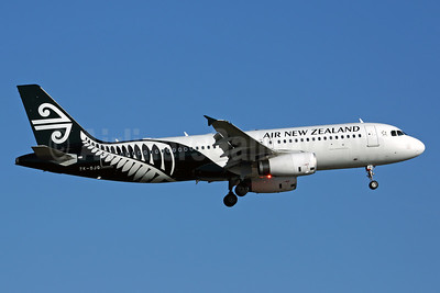 Air New Zealand Airbus A320-232 ZK-OJQ (msn 4584) AKL (Rob Finlayson). Image: 928709.
