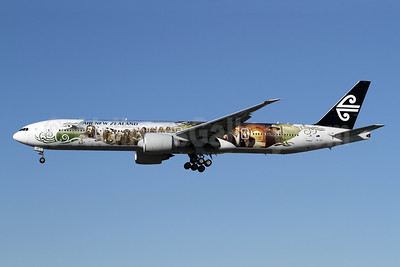 Air New Zealand Boeing 777-319 ER ZK-OKP (msn 39041) (The Airline of Middle Earth - The Hobbit: An Unexpected Journey) LAX (James Helbock). Image: 909927.