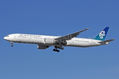 Air New Zealand Boeing 777-319 ER ZK-OKM (msn 38405) LAX (Michael B. Ing). Image: 908552