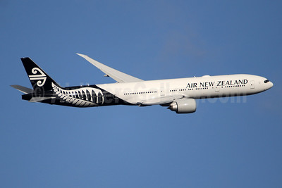 Air New Zealand Boeing 777-319 ER ZK-OKP (msn 39041) LHR (SPA). Image: 941396.
