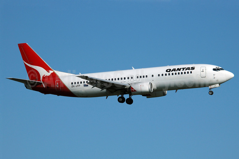 QANTAS Airways (JetConnect) (New Zealand) Boeing 737-476 ZK-JTP (msn 24441) AKL (Colin Hunter). Image: 900691.