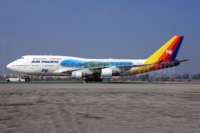 Air Pacific (2nd) (Fiji) Boeing 747-412 DQ-FJL (msn 24062) (Island) LAX (Bruce Drum). Image: 100234.