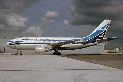 Aerolineas Argentinas Airbus A310-324 F-OGYQ (msn 453) MIA (Bruce Drum). Image: 103405.