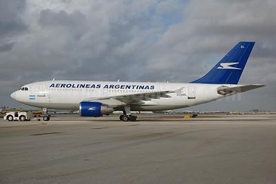 Aerolineas Argentinas Airbus A310-324 LV-AZL (msn 686) MIA (Bruce Drum). Image: 100251.