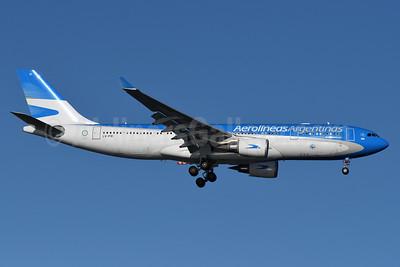 Aerolineas Argentinas Airbus A330-202 LV-FVI (msn 1623) JFK (Fred Freketic). Image: 935536.