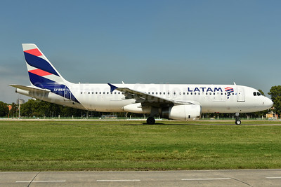 LATAM Airlines (Argentina) Airbus A320-233 LV-BSJ (msn 1332) AEP (Ken Petersen). Image: 937876.