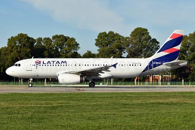 LATAM Airlines (Argentina) Airbus A320-233 LV-BRA (msn 1304) AEP (Ken Petersen). Image: 937873.