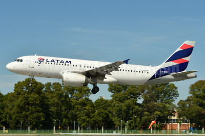 LATAM Airlines (Argentina) Airbus A320-233 LV-BRY (msn 1351) AEP (Ken Petersen). Image: 937874.
