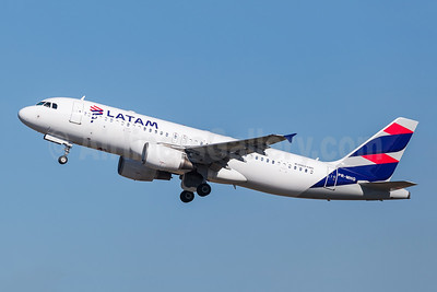 LATAM Airlines (Brazil) Airbus A320-214 PR-MHG (msn 3002) GRU (Rodrigo Cozzato). Image: 952179.
