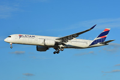 Leased to Qatar Airways as A7-AQC