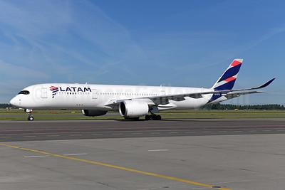 LATAM Airlines (Brazil) Airbus A350-941 PR-XTD (msn 045) AMS (Ton Jochems). Image: 950847.