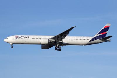 LATAM Airlines (Brazil) Boeing 777-32W ER PT-MUI (msn 40589) LHR (Antony J. Best). Image: 944376.
