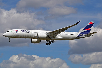 The first Airbus A350-900 for LATAM Airlines (Brazil) - Best Seller