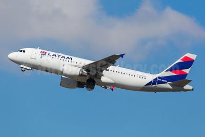 LATAM Airlines (Brazil) Airbus A320-214 PR-MHR (msn 3313) GRU (Rodrigo Cozzato). Image: 952180.