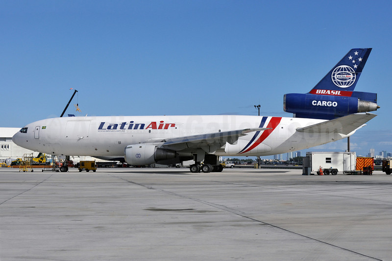 Latin Air Cargo Airlines McDonnell Douglas DC-10-30 (F) (PR-LSA) (msn 46978) (Gemini Air Cargo colors) MIA (Tony Storck). Image: 921917.