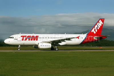 TAM Brasil (TAM Linhas Aereas) Airbus A320-232 PR-MAG (msn 1832) FLN (AirSpeed). Image: 905021.