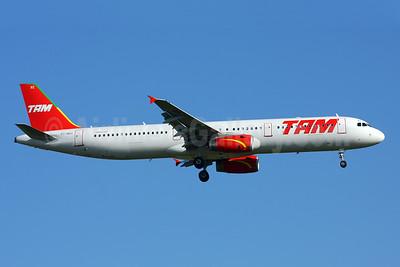 TAM Brasil (TAM Linhas Aereas) Airbus A321-231 PT-MXC (msn 3294) GRU (Marcelo F. De Biasi). Image: 900110.