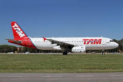 TAM Brasil (TAM Linhas Aereas) Airbus A320-232 PR-MBH (msn 2904) AEP (Alvaro Romero). Image: 922489.