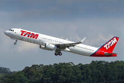 TAM Brasil (TAM Linhas Aereas) Airbus A321-231 WL PT-MXM (msn 5987) (Sharklets) GRU (Rodrigo Cozzato). Image: 922686.