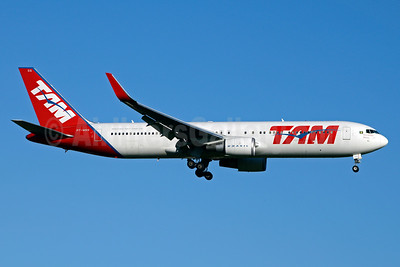 TAM Brasil (TAM Linhas Aereas) Boeing 767-316 ER WL PT-MSS (msn 41748) JFK (Jay Selman). Image: 403142.