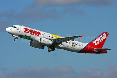 TAM Brasil (TAM Linhas Aereas) Airbus A320-232 PR-MAP (msn 1857) (Brazil Football Team-World Cup 2010) GRU (Marcelo F. De Biasi). Image: 906596.