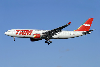 TAM Brasil (TAM Linhas Aereas) Airbus A330-203 PT-MVH (msn 477) (Orgulho de Ser Brasileira) LHR (Antony J. Best). Image: 904522.