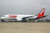 TAM Brasil (TAM Linhas Aereas) Airbus A320-214 WL PR-TYA (msn 5643) (Sharklets) LBG (Manuel Negrerie). Image: 912782.