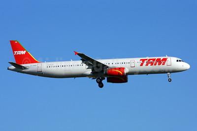 TAM Brasil (TAM Linhas Aereas) Airbus A321-231 PT-MXB (msn 3229) GRU (Marcelo F. De Biasi). Image: 900109.