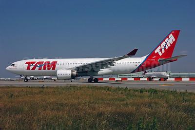TAM Brasil (TAM Linhas Aereas) Airbus A330-203 PT-MVG (msn 472) JFK (Ken Petersen). Image: 900430.