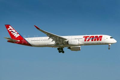 TAM Brasil (TAM Linhas Aereas) Airbus A350-941 PR-XTC (msn 035) GRU (Rodrigo Cozzato). Image: 938094.