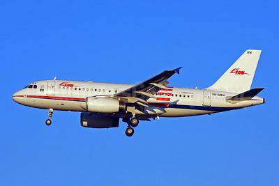 TAM Brasil (TAM Linhas Aereas) Airbus A319-132 PR-MBW (msn 3710) (Retrojet 1) GRU (Marcelo F. De Biasi). Image: 905067.