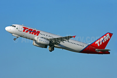 TAM Brasil (TAM Linhas Aereas) Airbus A320-232 PT-MZJ (msn 1251) GRU (Marcelo F. De Biasi). Image: 906599.