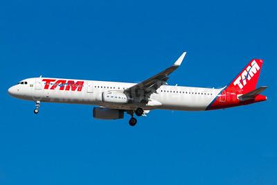 TAM Brasil (TAM Linhas Aereas) Airbus A321-231 WL PT-MXL (msn 5947) (Sharklets) GRU (Rodrigo Cozzato). Image: 923684.