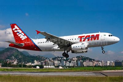 TAM Brasil (TAM Linhas Aereas) Airbus A319-132 PR-MAN (msn 1831) SDU (Bernardo Andrade). Image: 909133.