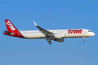 TAM Brasil (TAM Linhas Aereas) Airbus A321-211 WL PT-XPB (msn 6414) (Sharklets) GRU (Rodrigo Cozzato). Image: 925812.