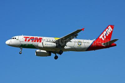 TAM Brasil (TAM Linhas Aereas) Airbus A320-232 PR-MAP (msn 1857) (Brazil Football Team-World Cup 2010) GRU (Marcelo F. De Biasi). Image: 905068.