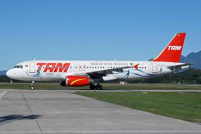 TAM Brasil (TAM Linhas Aereas) Airbus A320-231 PR-MAF (msn 249) (Orgulho de Ser Brasileira - Cirque du Soleil) FLN (AirSpeed). Image: 904838.