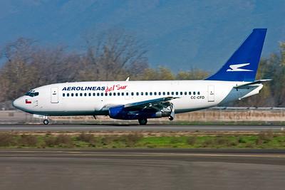 Aerolineas Del Sur Boeing 737-2T7 CC-CFD (msn 22761) SCL (Bernard Andrade). Image: 943338.