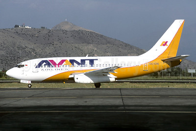 Avant Airlines Boeing 737-229 CC-CVC (msn 21596) SCL (Christian Volpati). Image: 901166.