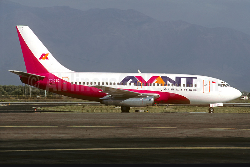 Avant Airlines Boeing 737-204 CC-CSD (msn 20417) SCL (Christian Volpati). Image: 931643.