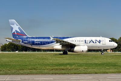 LAN Airlines (Chile) Airbus A320-233 CC-BAD (msn 4476) AEP (Ken Petersen). Image: 938134.