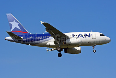 LAN Airlines (Chile) Airbus A318-121 CC-CVS (msn 3642) SCL (Alvaro Romero). Image: 901581.