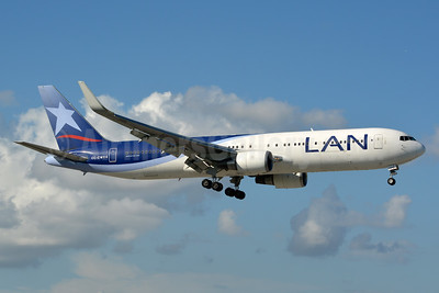 LAN Airlines (Chile) Boeing 767-316 ER WL CC-CWY (msn 35231) MIA (Jay Selman). Image: 403050.