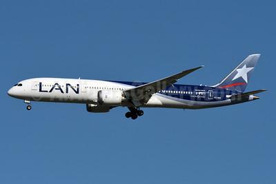 LAN Airlines (Chile) Boeing 787-9 Dreamliner CC-BGI (msn 38764) JFK (Fred Freketic). Image: 934852.