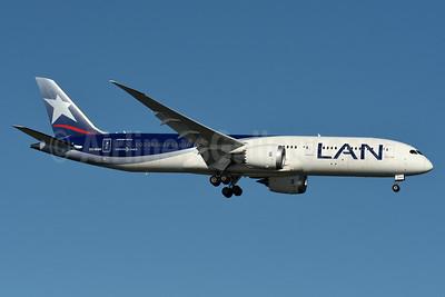 LAN Airlines (Chile) Boeing 787-9 Dreamliner CC-BGH (msn 38459) JFK (Fred Freketic). Image: 934882.