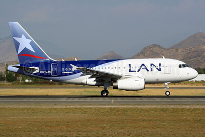 LAN Airlines (Chile) Airbus A318-121 CC-CZS (msn 3642) SCL (Alvaro Romero). Image: 901581.