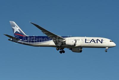 LAN Airlines (Chile) Boeing 787-9 Dreamliner CC-BGI (msn 38764) JFK (Fred Freketic). Image: 934883.