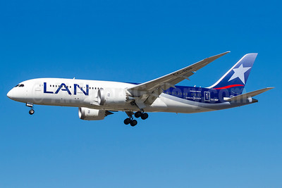 LAN Airlines (Chile) Boeing 787-8 Dreamliner CC-BBF (msn 38476) GRU (Rodrigo Cozzato). Image: 933165.